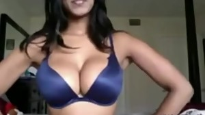 NRI chick with voluptuous tits and sexy..