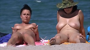 Spy Beach Mature Wet saggy Grannys..