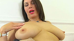British milf Raven is pleasuring her..
