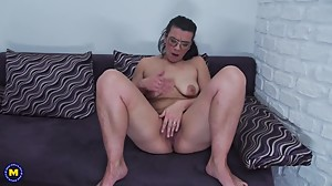 Mature big ass mom Vianne feeding hairy..