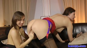 UK mature les pussylicked while..