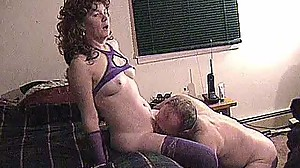 FOXY MATURE MAKES LOSER JERK OFF WHILE..