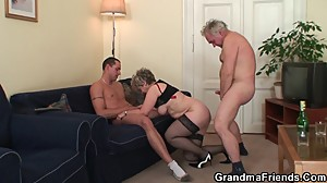 Old threesome orgy after pussy..