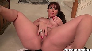 Pantyhose make mom Lauren's pussy..