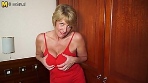 Hot amateur British granny playing with..