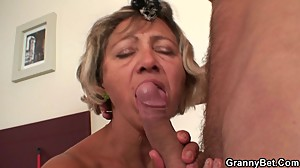 Cleaning woman spreads her old pussy for..