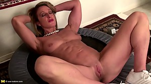 Strong muscular mature mom with tight..