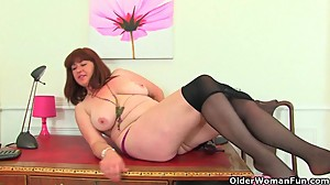 British milf Janey and Leia finger their..