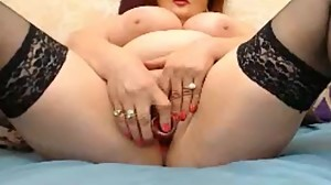 mature milf show pussy and put didol in..