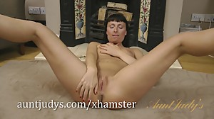 Tracey Lain spreads her legs and shaved..
