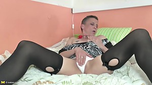 Mature mom with hungry anal and pussy..