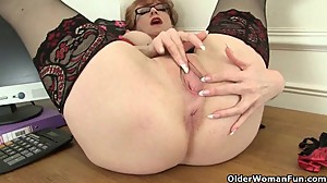 British milf Francesca loves toying her..