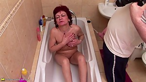 Mature mom gets pee shower and bating..