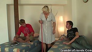 Old cleaning woman gets her pussy filled..