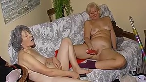 OmaPass Old lesbian couple masturbating..