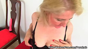 English milf Diana stuffs her pussy with..